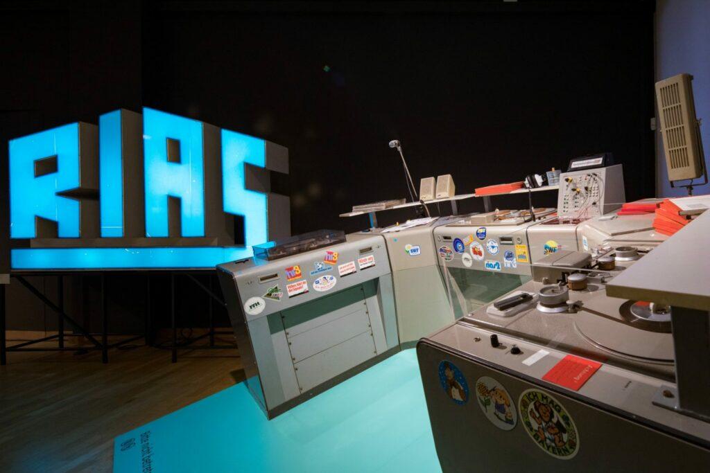 """Sendeplatz, """"ON AIR. 100 Jahre Radio"""", Museum für Kommunikation"""