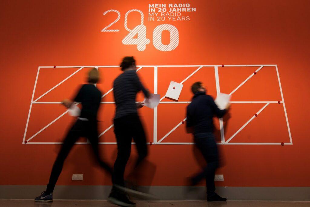 """Mein Radio in 20 Jahren, Ausstellungsansicht """"ON AIR. 100 Jahre Radio"""", Museum für Kommunikation"""