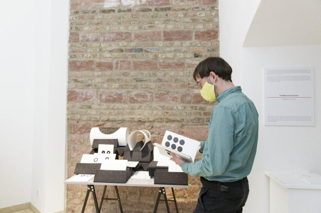 "Ausstellungsansicht Christof Migone - Record Release (2012–2020), ""Feedback 5: Global Warning – Marshall McLuhan and the Arts"", Museum für Kommunikation Frankfurt"