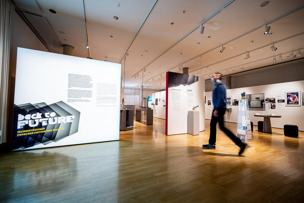 """Intro der Ausstellung """"Back to Future"""", Museum für Kommunikation Frankfurt"""