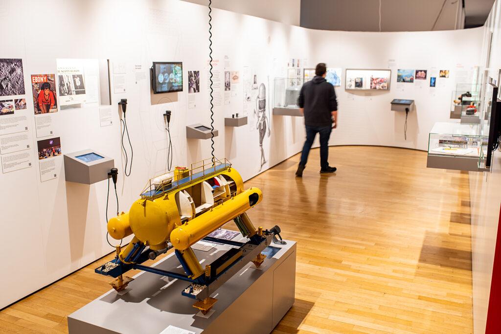 """Bereich """"Ferne Welten"""" der Ausstellung """"Back to Future"""", Museum für Kommunikation Frankfurt"""