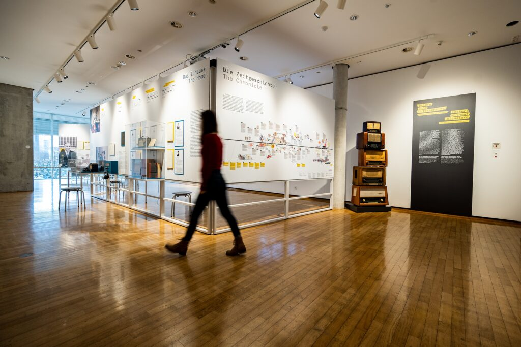 """Ausstellungsansicht02, Frankfurt Museum für Kommunikation, Ausstellung """"Briefe ohne Unterschrift""""."""