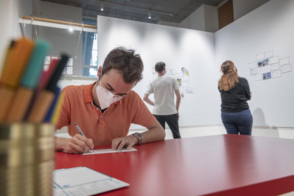 "Partizipative Station, ""Ohne Worte. Corona–Kunst–Kommunikation"", Museum für Kommunikation Frankfurt"