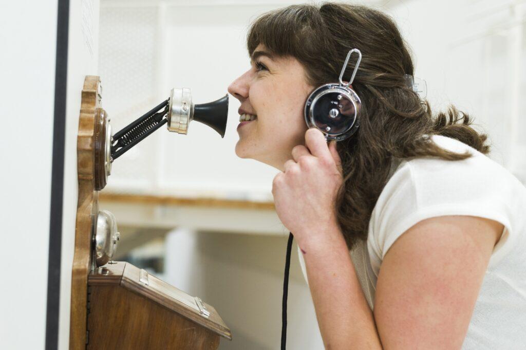 Hands-On Kurbeltelefon, Dauerausstellung, Museum für Kommunikation Frankfurt