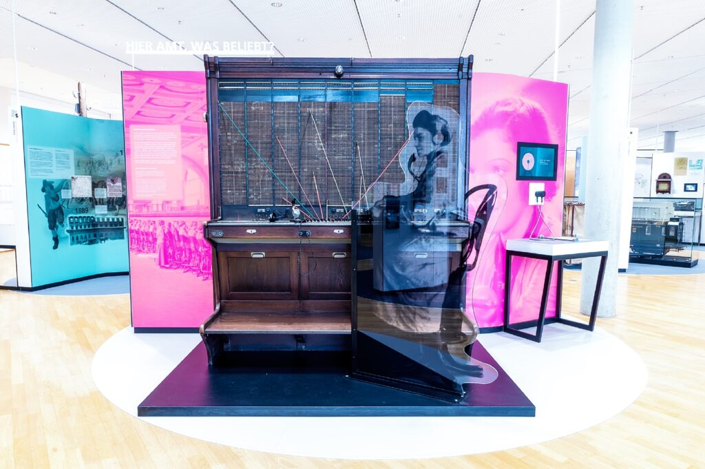 Vernetzung: Telefonvermittlung, Dauerausstellung, Museum für Kommunikation Frankfurt