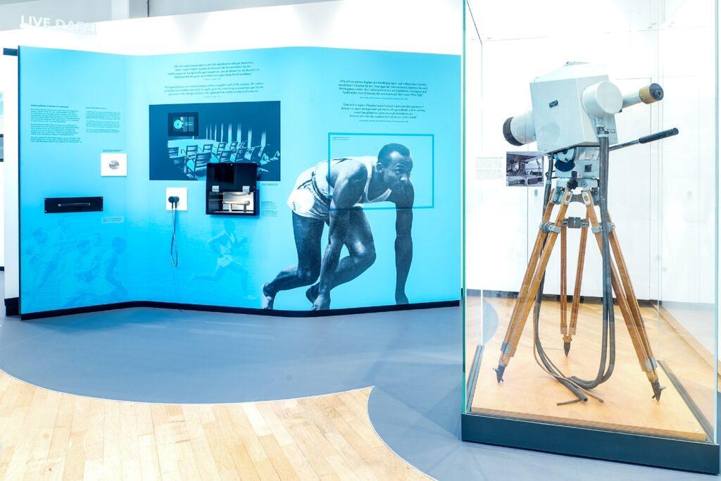 Kontrolle: Liveübertragung, Dauerausstellung, Museum für Kommunikation Frankfurt